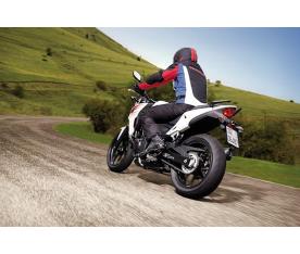 Cómo manejar una moto por primera vez